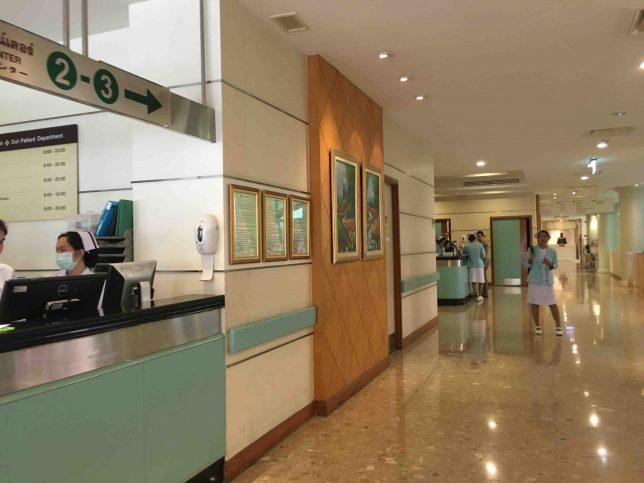 院内は病院とは思えないほど清潔で綺麗です。